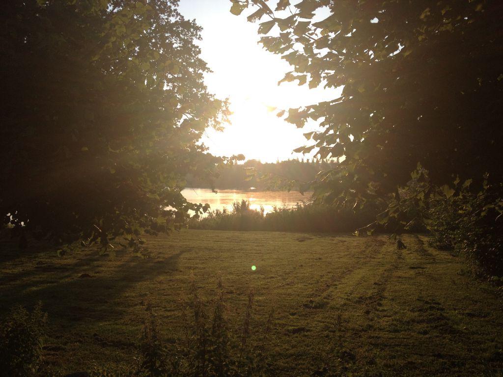 Ein Bad im See im Morgenlicht