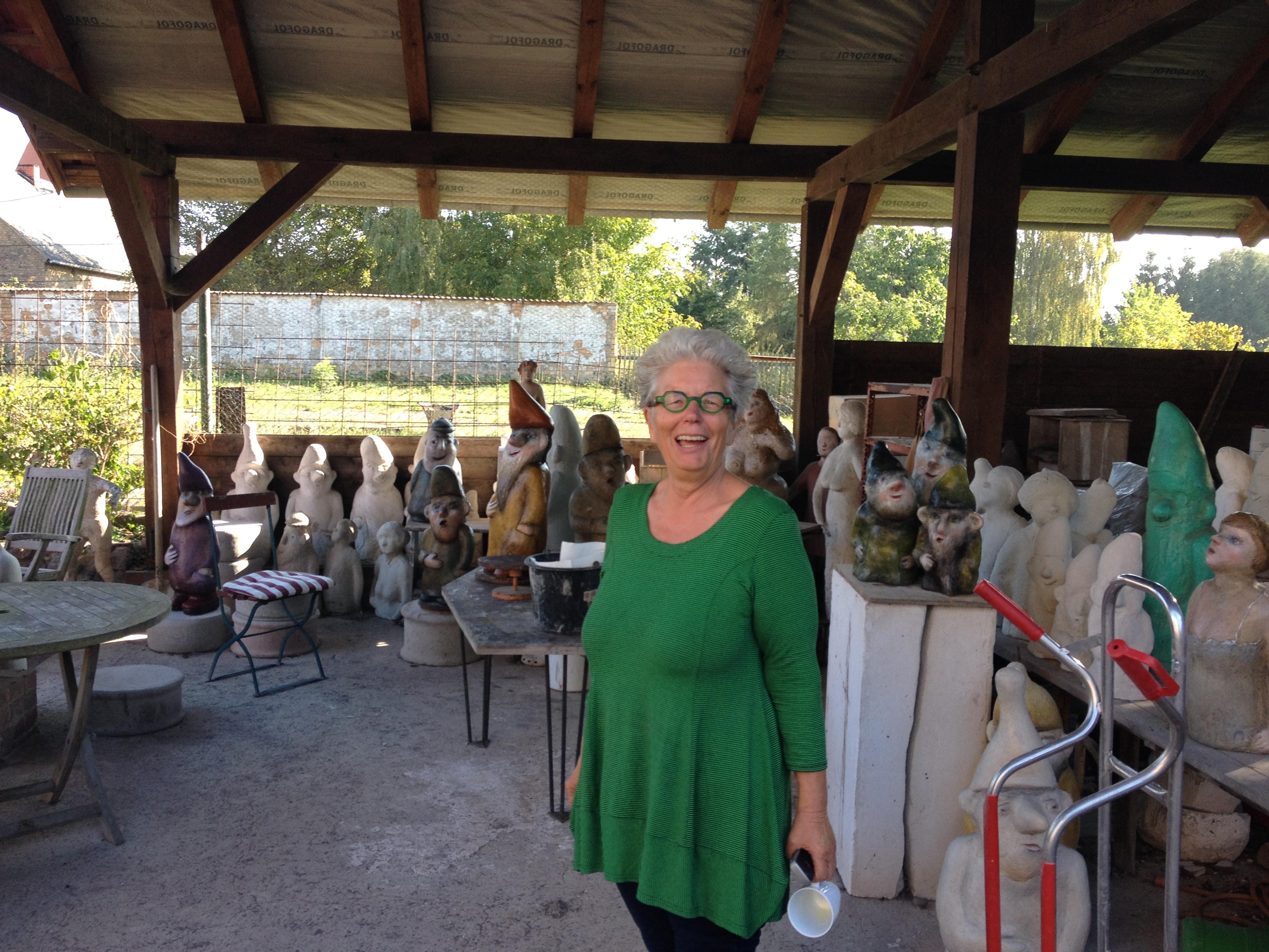 Hannelore Mühlenhaupt in einer Zwergenschar