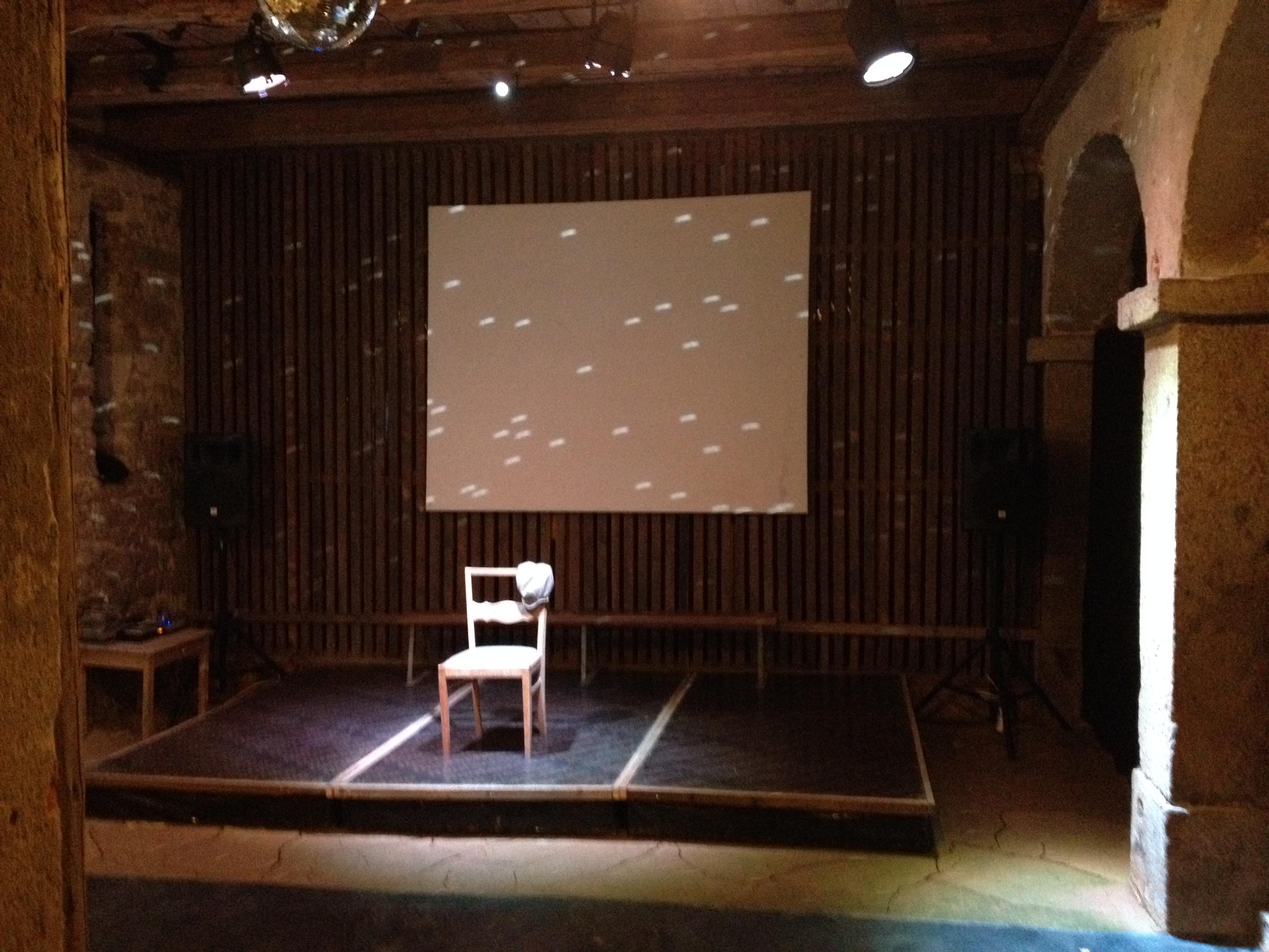 Bühne mit Diskokugel
