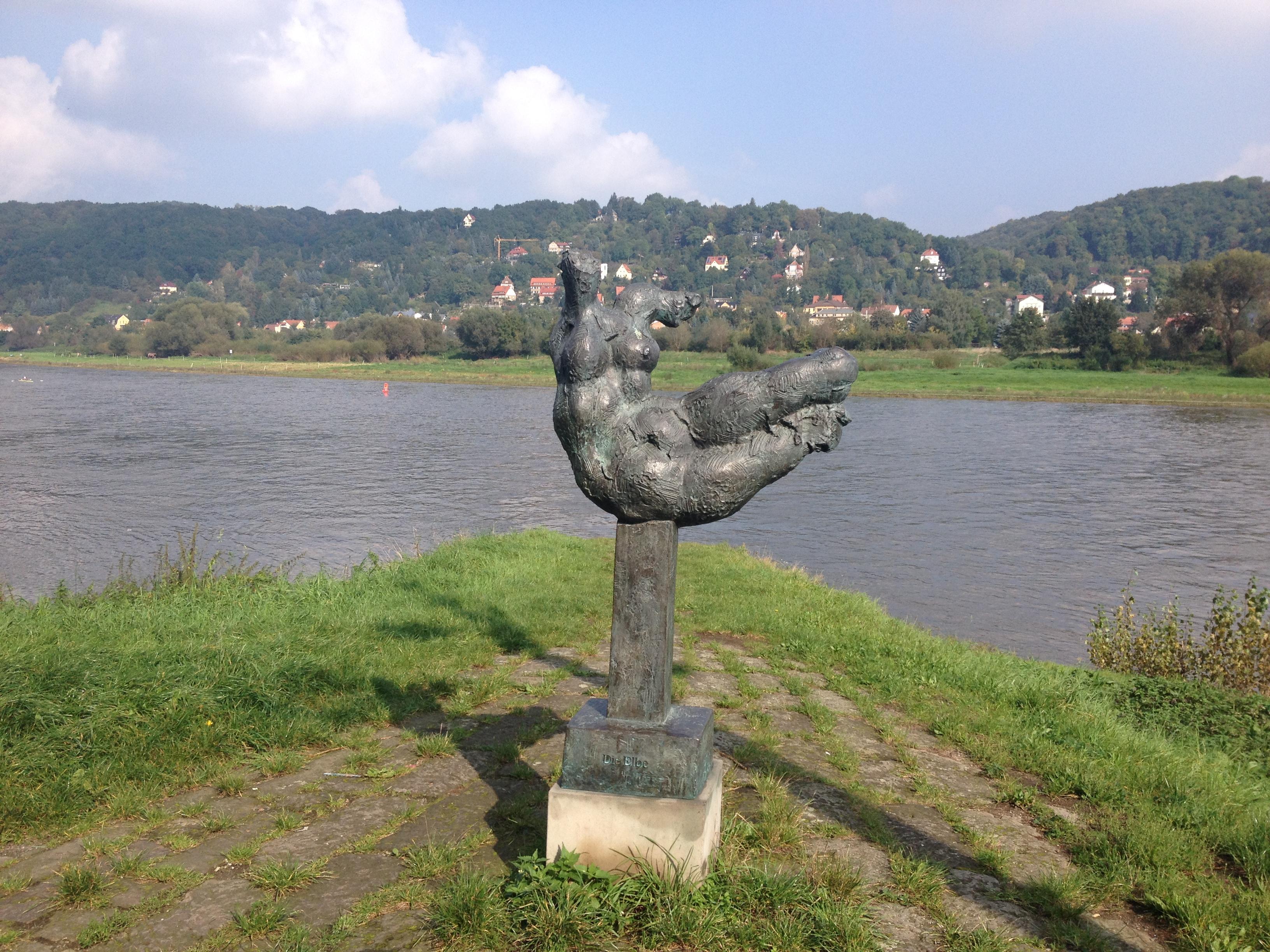 Die Elbe. Steht auch in Hamburg