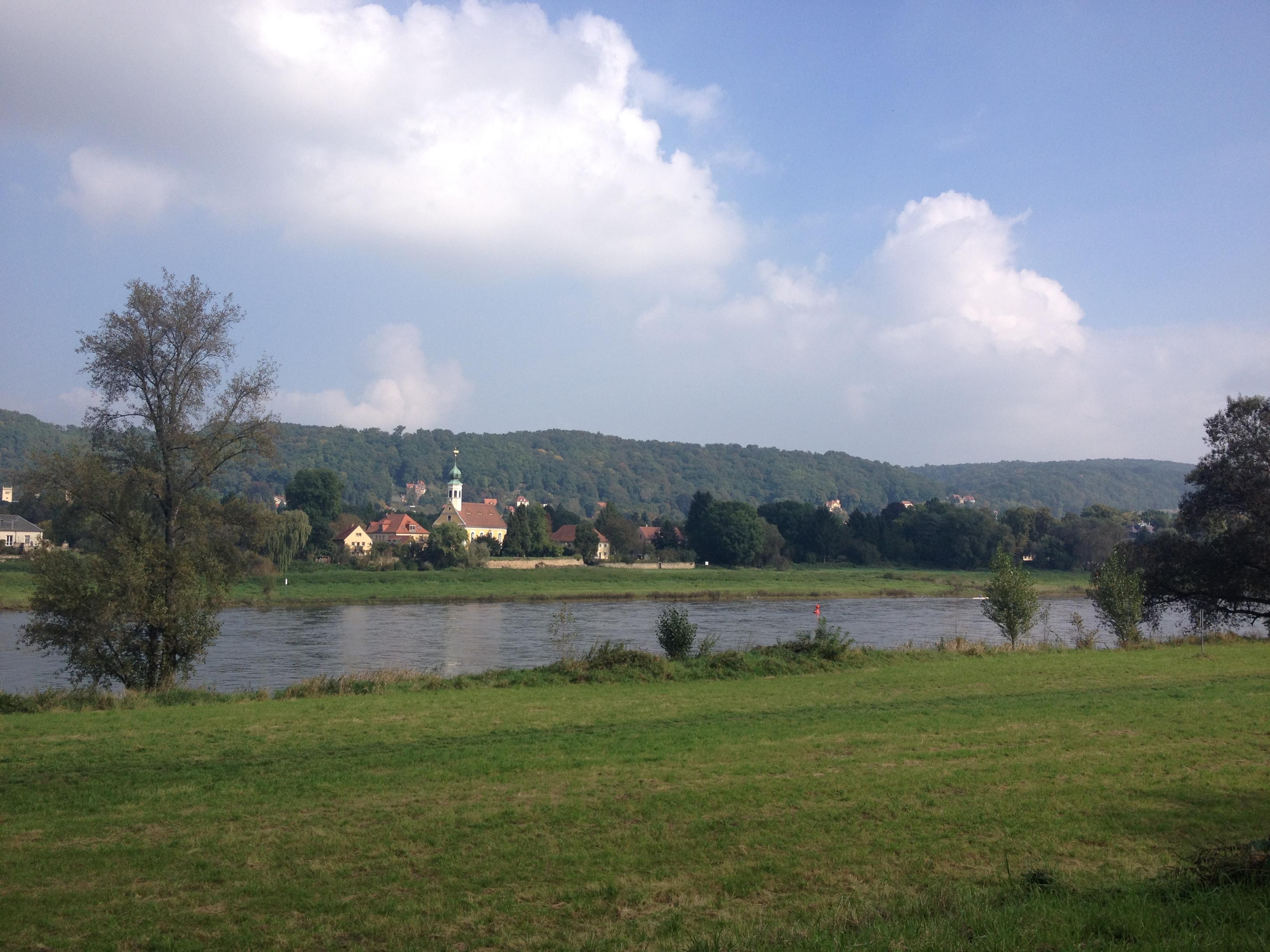 An der Elbe entlang