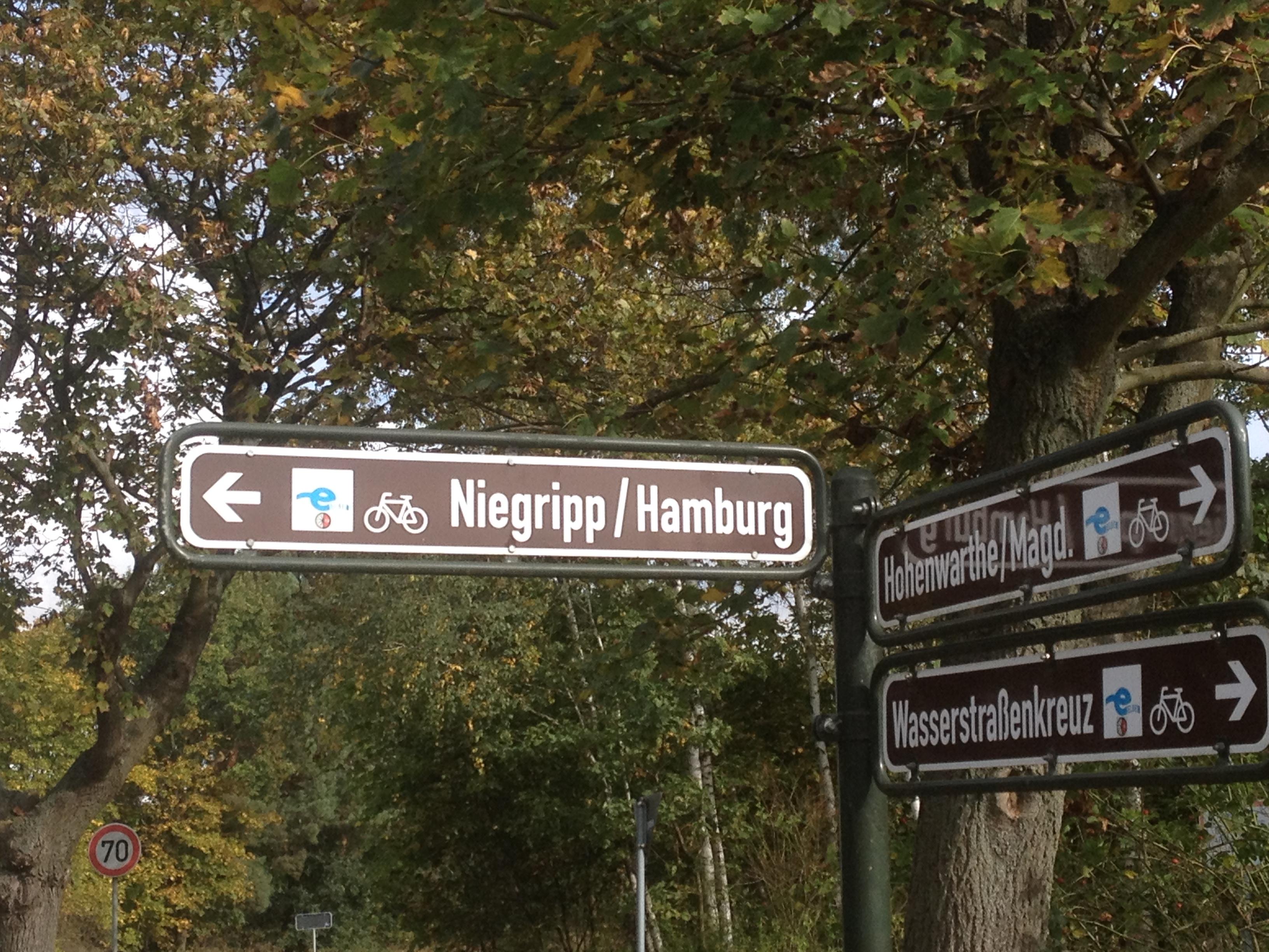 Das erste Schild in Richtung Heimat